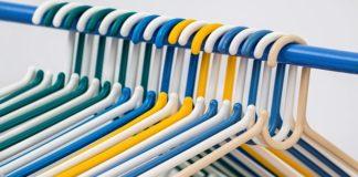 un placard de vêtements