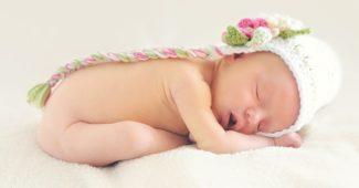 un bébé sans vetement à laver