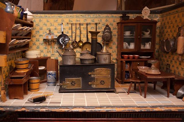 intérieur vieille maison poupée
