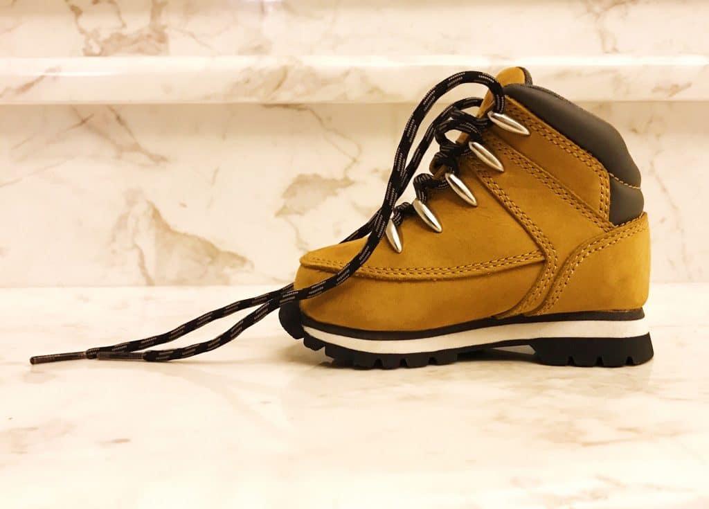 A quel âge un enfant doit-il porter des chaussures ?