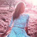 La robe à imprimés, un indispensable du dressing féminin