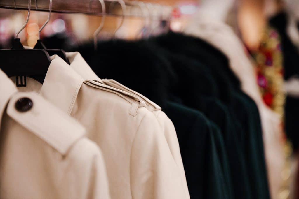 Le trench-coat à avoir dans sa garde-robe