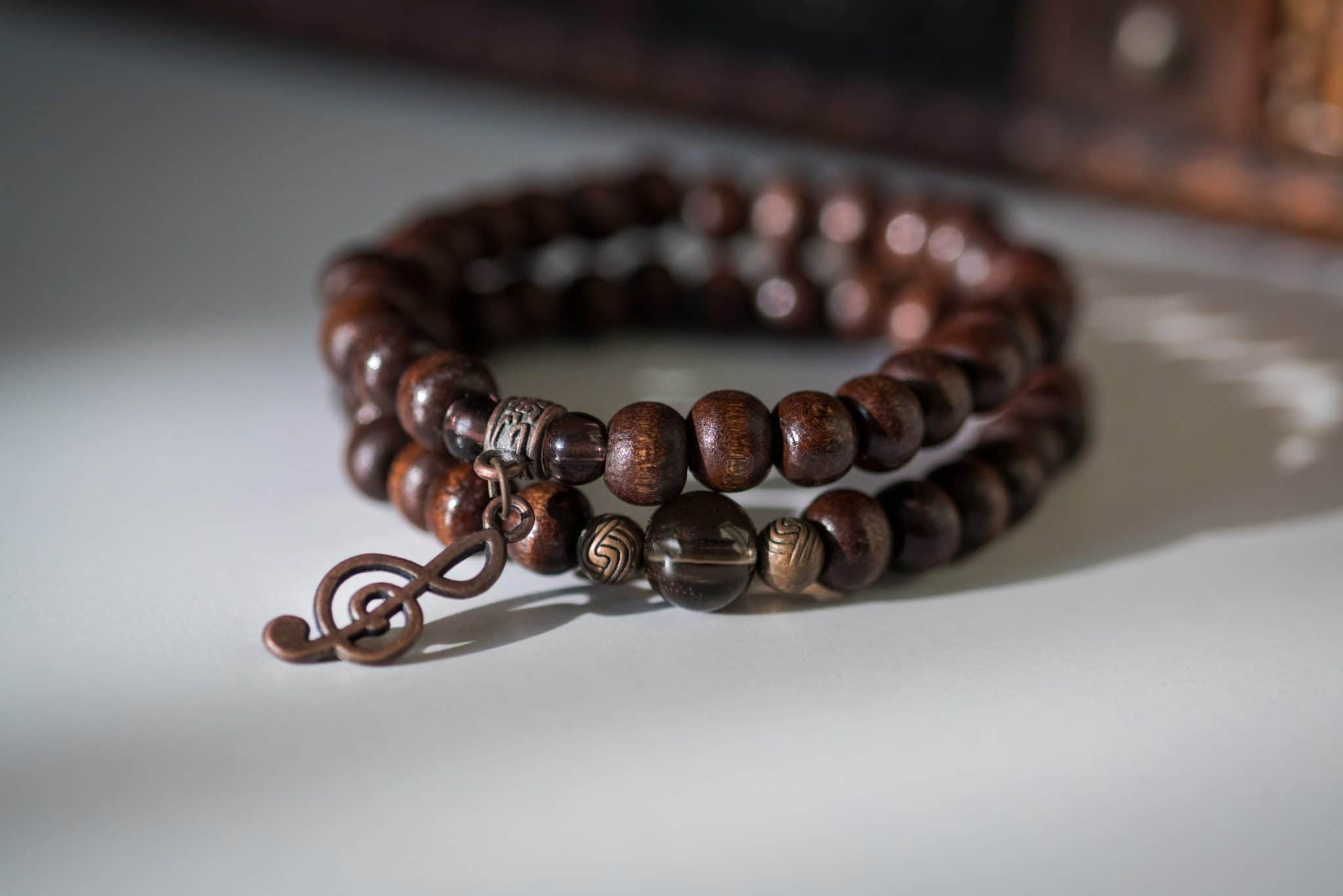 Le bracelet en bois : pourquoi on craque ?