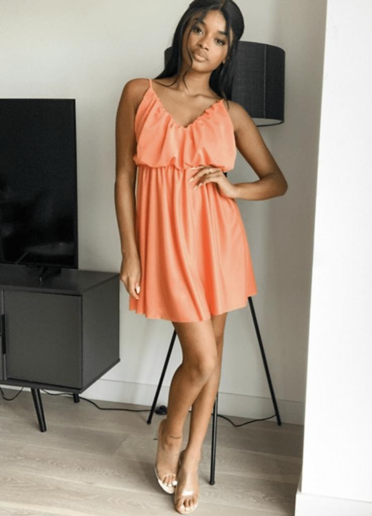 robe courte à volant tendance couleur saumon