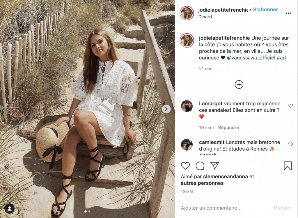 Jodie La Petite Frenchie robe tendance blanche à dentelle