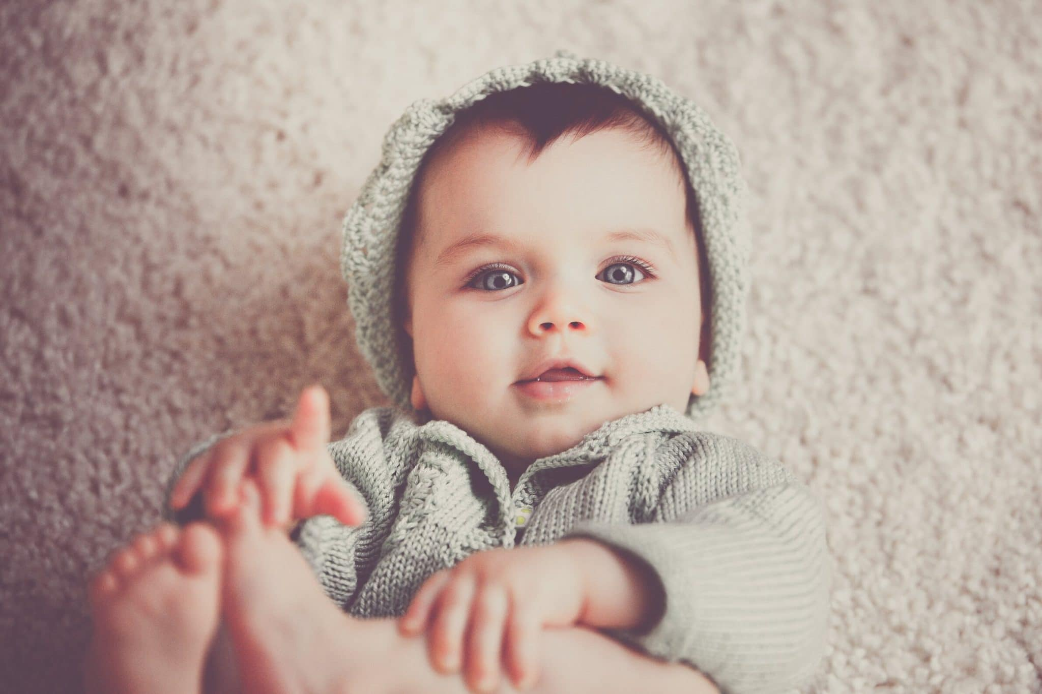 Bébé en hiver : comment s'assurer qu'il aura chaud en promenade ?