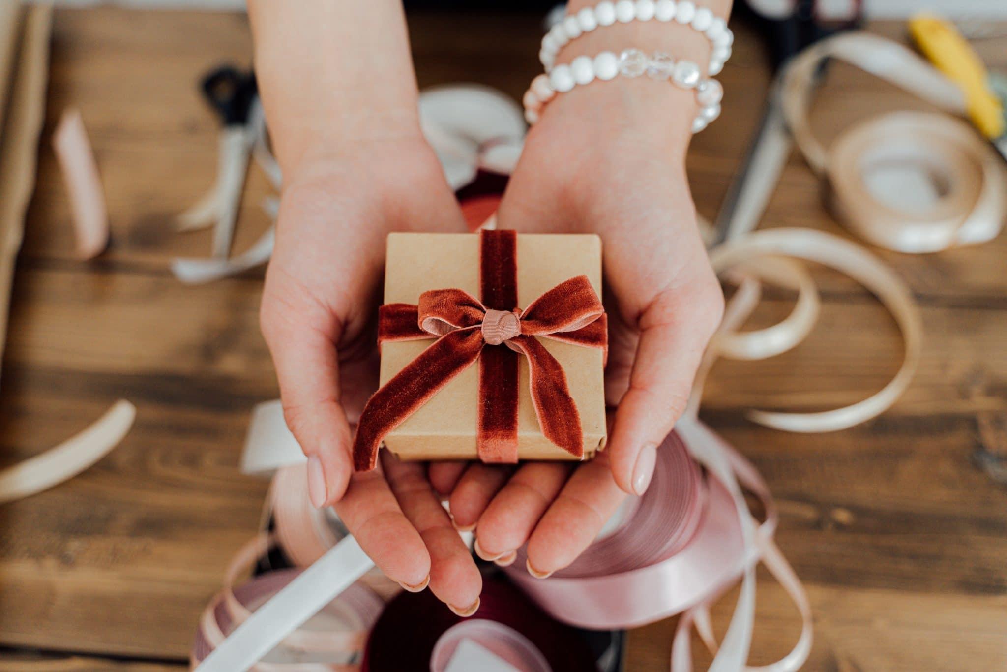 Offrir un bijou personnalisé pour marquer un événement particulier