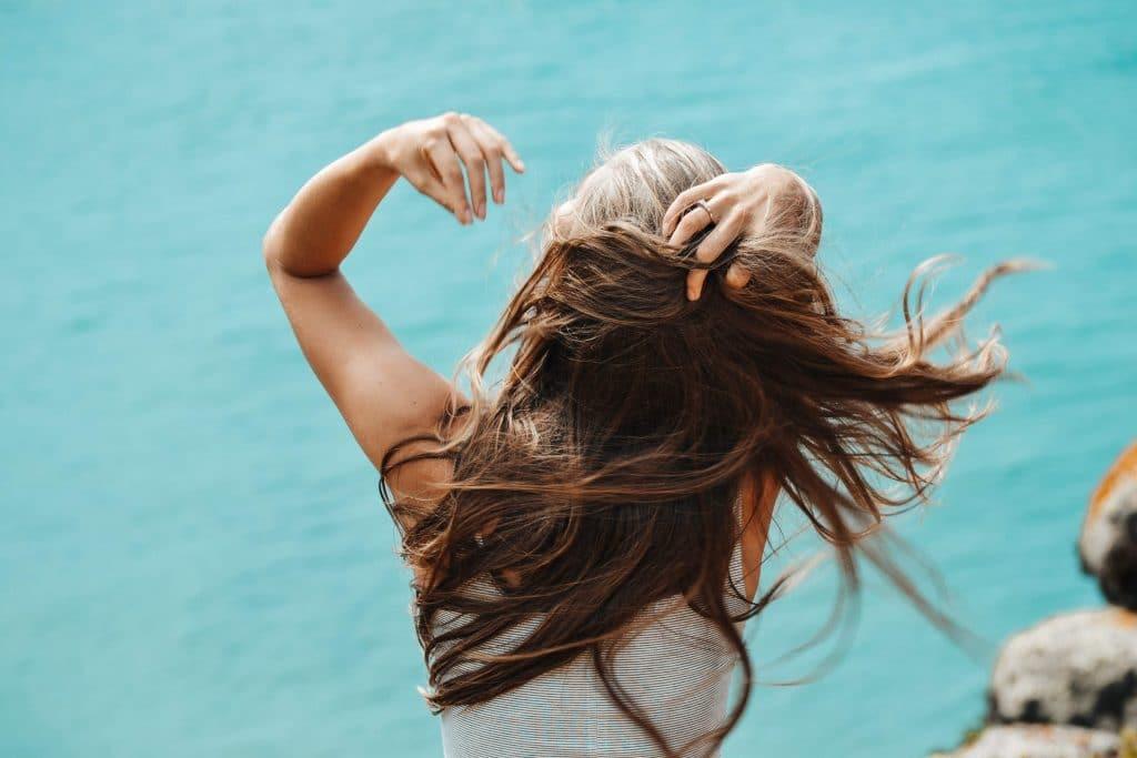 prendre des compléments alimentaires pour la pousse des cheveux