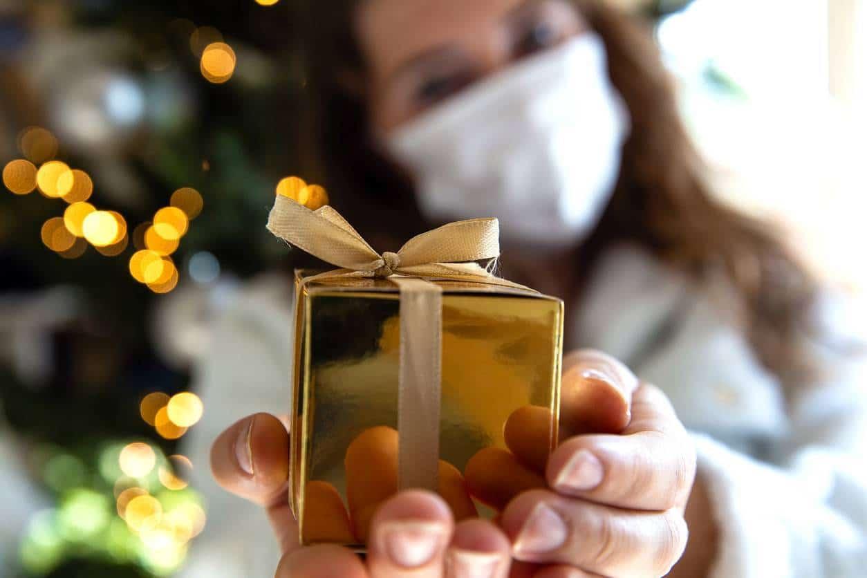 Il existe plusieurs façons de surprendre un parrain ou une marraine avec un cadeau personnalisé.
