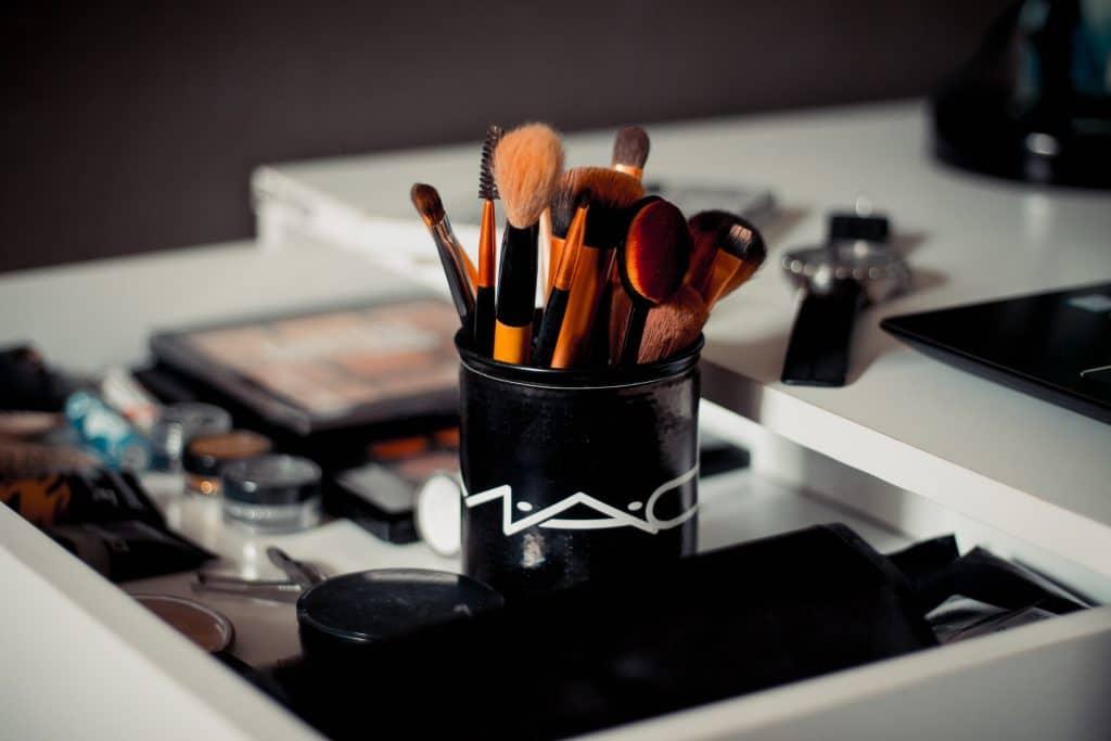 Pourquoi nettoyer ses pinceaux de maquillage ?